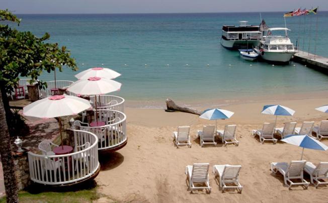 Отель Shaw Park Beach Hotel & Spa