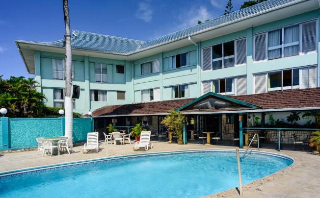 Doctors Cave Beach Hotel