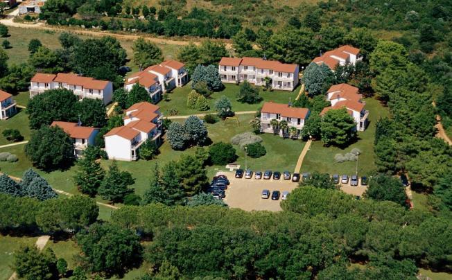 Отель Ai Pini Resort Medulin