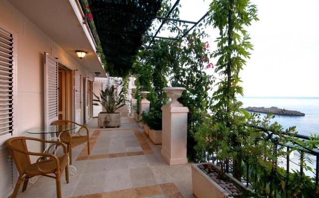 Sara Lux Apartments
