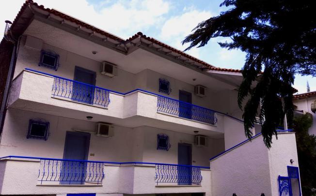 Отель Roditsa Patritsia Apartments