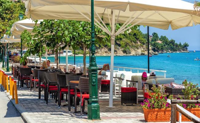 Отель Xenios Dolphin Beach Hotel (ex. Dolphin Beach)