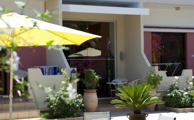 Отель Nikolas Suites