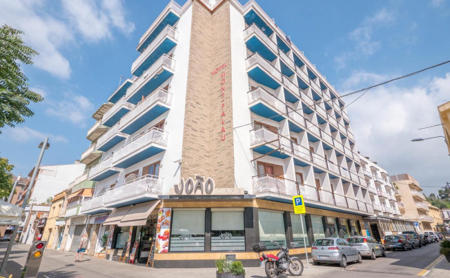 Checkin Montpalau Hotel (ex. Montpalau Hotel)