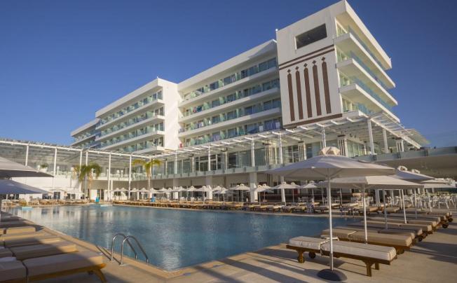 Отель Constantinos The Great Beach Hotel