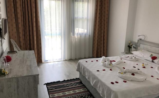 Отель Aymes Hotel