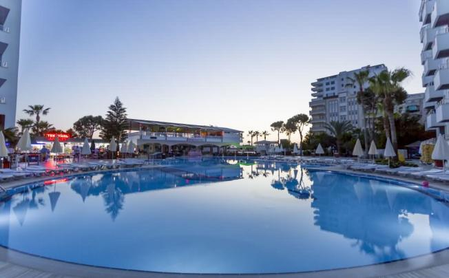 Отель Senza Grand Santana Hotel (ex. Santana Hotel)