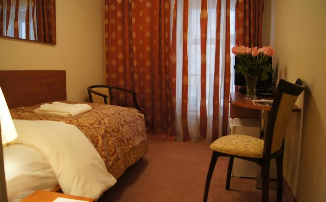 Отель Bentley Hotel By Molton