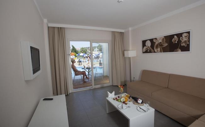 Отель Batihan Beach Resort & Spa