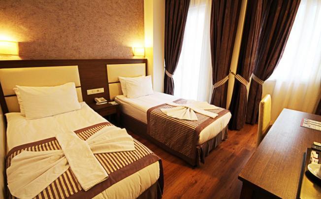 Отель Aristocrat Hotel