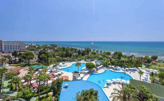 Отель Iz Flower Side Beach Hotel