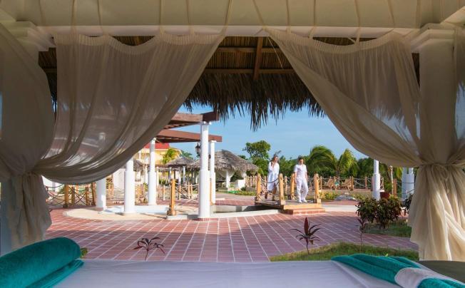 Отель Playa Pesquero Resort Suite & Spa