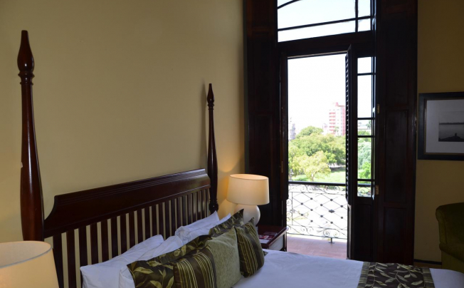 Отель Saratoga Hotel