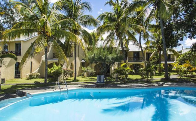 Отель Mont Choisy Beach Villas
