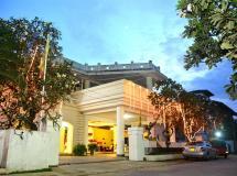 Rainbow Beach Hotel  2*