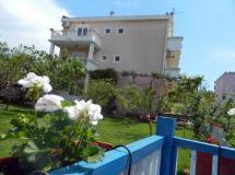 Andjela Villa Apartments  3*