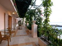 Sara Lux Apartments  4*