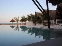 Отель Nur Beach Hotel Zanzibar