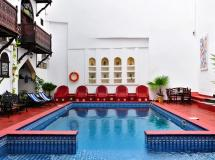 Dhow Palace Hotel 4*