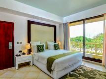 Best Western Plus Peninsula Hotel 4*