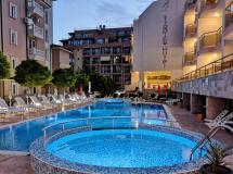 Tropics Hotel Apartment 3*