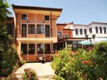 Alafrangite Hotel  3*
