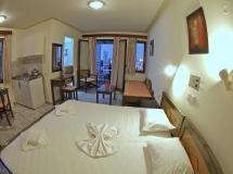 Alexandros M Hotel
