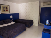 Отель Blue & White Hotel
