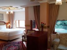 Aruna Hotel